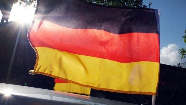 Almanya'da fabrika siparişleri Şubat'ta beklenenden az arttı