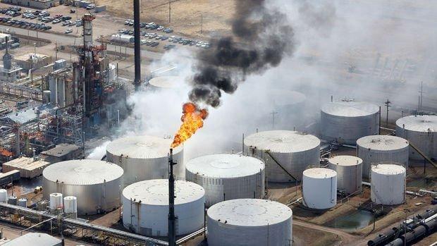 ABD'de petrol rafinerisinde patlama meydana geldi