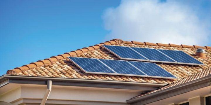 Çatıda ürettiği elektriği satanlara yüzde 5 stopaj