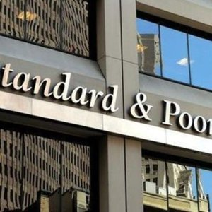 S&P TÜRKİYE'NİN KREDİ NOTUNU İNDİRDİ