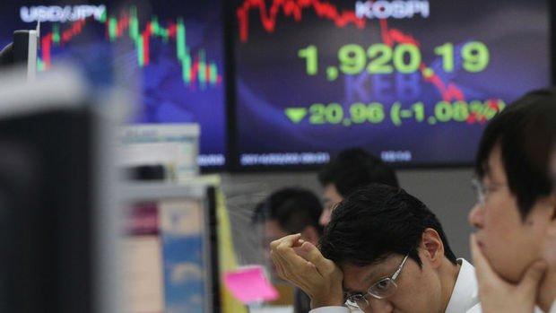 Asya para birimleri ve tahvilleri yükselen dolarla düştü
