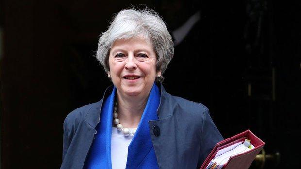 İngiltere'de hükümet istifalar ve Brexit nedeniyle köşeye sıkıştı