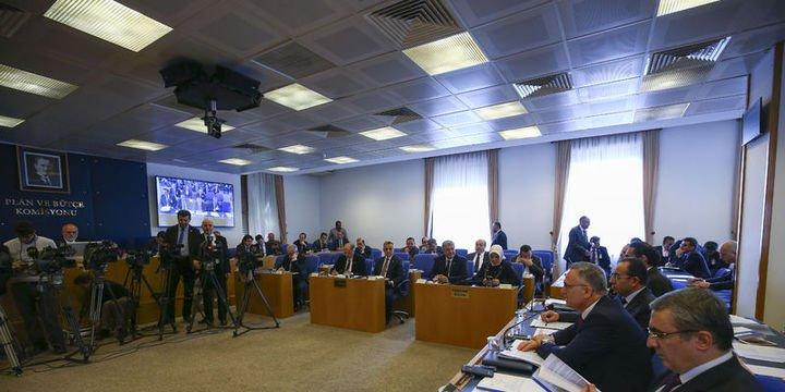 """""""Borçlara yapılandırma, emekliye ikramiye"""" tasarısı komisyonda kabul edildi"""