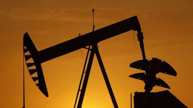 Petrol Trump'ın İran kararı öncesi haftalık kazanca yöneldi