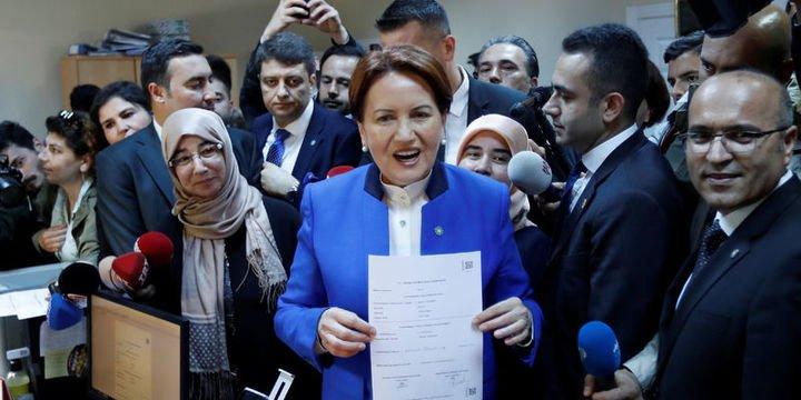Akşener Cumhurbaşkanlığı adaylığı için imza attı