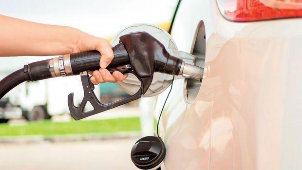 Motorinde 32 kuruş benzinde 27 kuruş kur zammı yapılmadı
