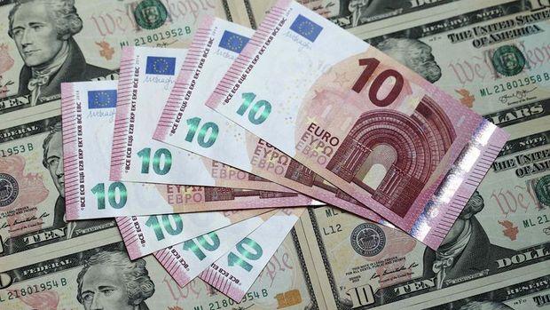 """Dolar """"İtalya"""" ile euro karşısında 6 buçuk ayın zirvesine yakın"""