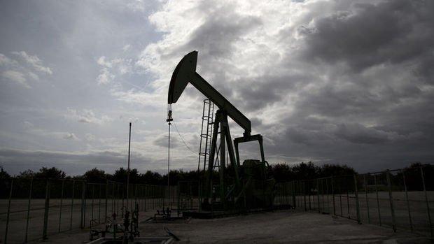 Petrol üretim endişeleri ile haftayı düşüşle geçmeye yöneldi