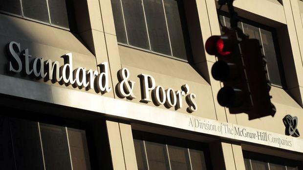 S&P Deustche Bank'ın notunu düşürdü
