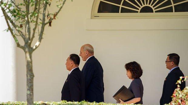 Trump Kuzey Kore elçisiyle görüştü