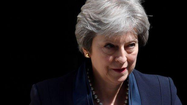 İş dünyası Theresa May'e Brexit planlarına devam etmesini söyledi