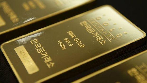 Altın güçlü doların alımları durdurması ile yatay seyretti