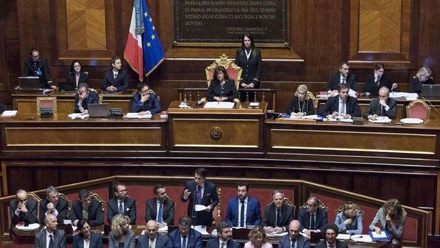 İtalya'da Conte hükümeti Senato'dan güvenoyu aldı