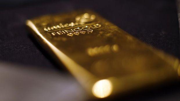 Altın 1,300 dolar seviyesinin altında dalgalandı