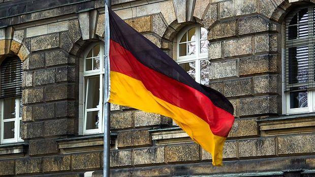 Almanya'da fabrika siparişleri Nisan'da sürpriz şekilde düştü