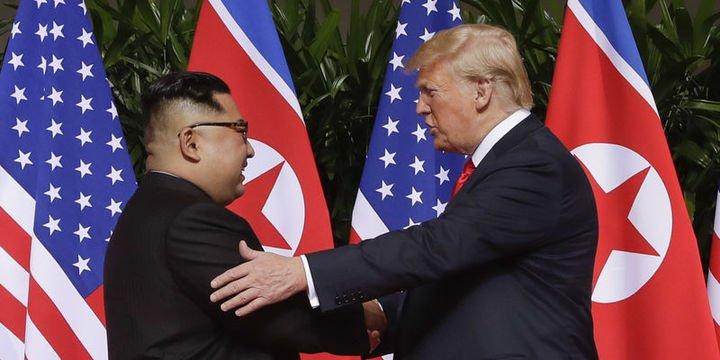 Trump ve Kim tarihi zirvede bir araya geldi