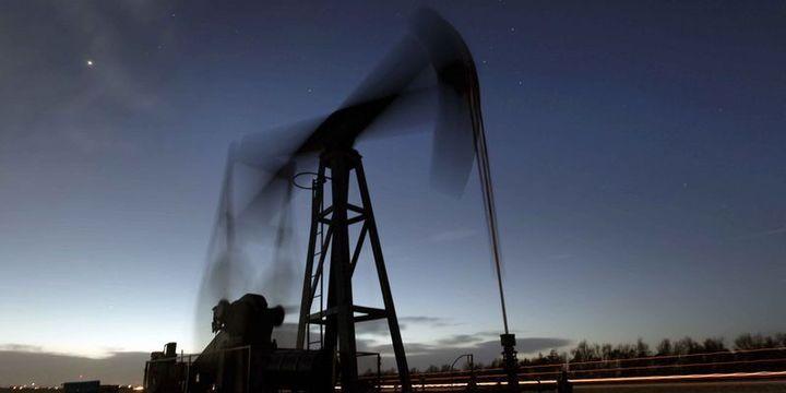 Petrol ABD stoklarındaki düşüş ile kazancına tutundu