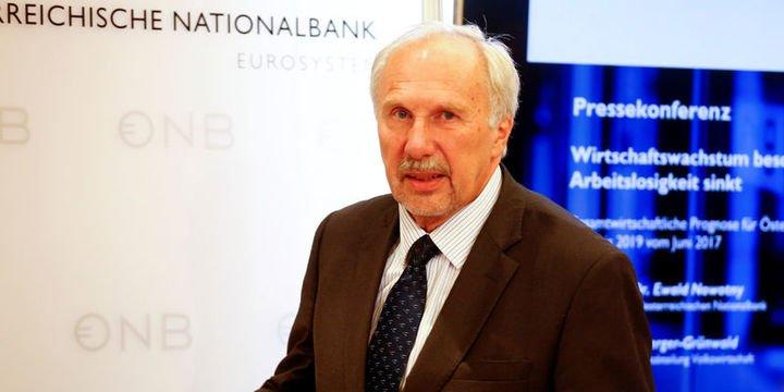 """AMB/Nowotny: Euro """"AMB-Fed politika ayrılığı"""" ile zayıflıyor"""