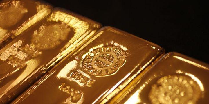 """Altın """"ticaret"""" endişelerinin doları güçlendirmesi ile düştü"""