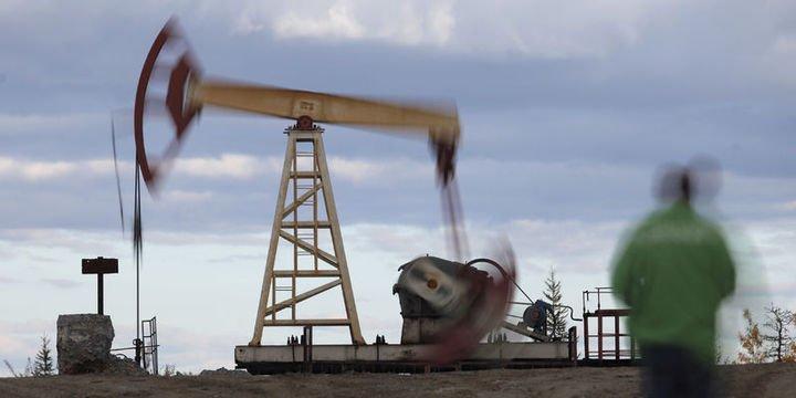 """Petrol """"üretim"""" beklentileri ile 74 dolar civarında tutundu"""