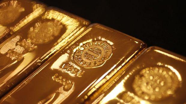Altın son 1 yılın en düşük seviyesi yakınında seyretti