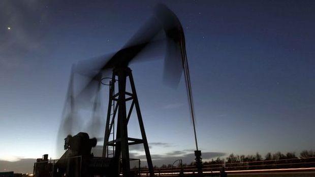 """Petrol """"ticaret kaygılarıyla"""" 6. haftalık kaybına yöneldi"""