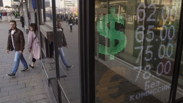 Rus rublesi dolar karşısında iki yılın en düşük seviyesinde