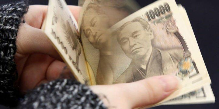 Yen EM paralarındaki düşüşle yükseldi