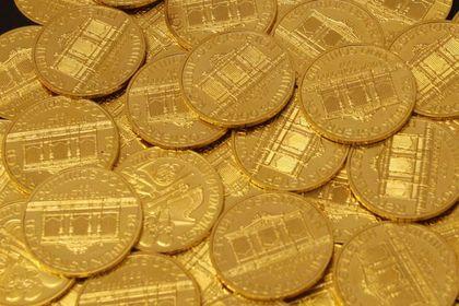 Altın güçlü dolar ile geriledi