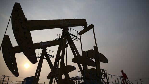 Petrol 3 yılın en uzun haftalık düşüş serisine yöneldi