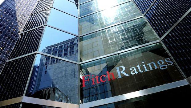 Fitch: TL'deki düşüş ekonomiyi yeniden dengelenmeye götürecek