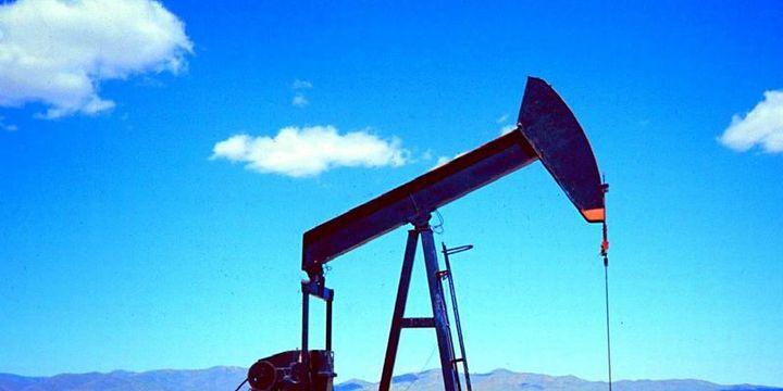 """Petrol """"gelişen piyasalar"""" endişesi ile haftayı kayıpla geçmeye yöneldi"""