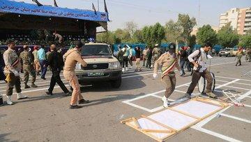 İran'da askeri törene silahlı saldırı
