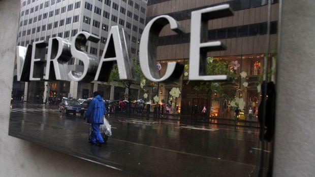 Michael Kors Versace'yi 2.12 milyar dolara satın alacak