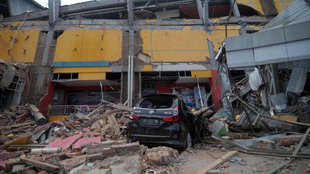 Endonezya'daki depremde ölü sayısı 832'ye yükseldi