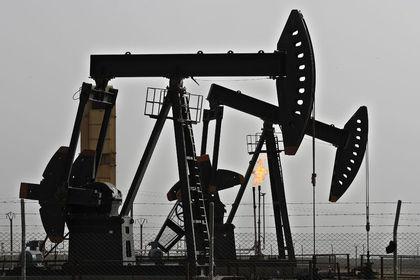 Petrol 4 yılın zirvesi yakınında yatay seyretti
