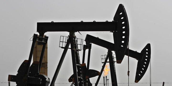 Petrol hisse senetlerindeki sert satışlarla düştü