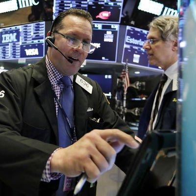 Küresel Piyasalar: Dolar hafif yükseldi, hisseler değer kazandı