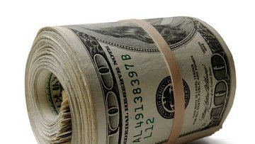Dolar/TL dünkü sert düşüş sonrası dalgalanıyor