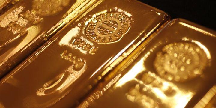 Altın riskten kaçınma eğilimi ile 3 ayın zirvesi civarında seyretti