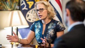 Kyrsten Sinema, Arizona'nın ilk kadın senatörü oldu