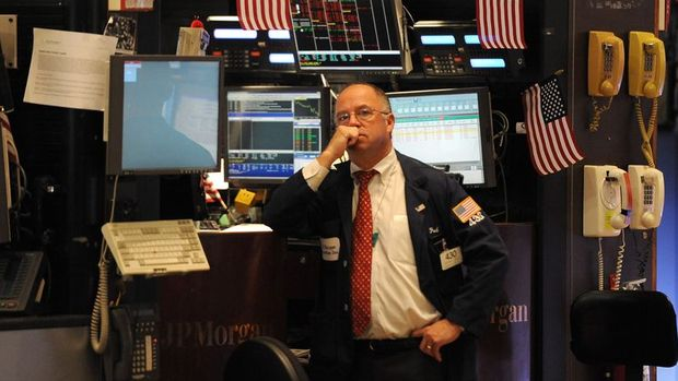 Küresel Piyasalar: Dolar 18 ayın zirvesinden geriledi, petrol düşüşünü 12'nci güne taşıdı