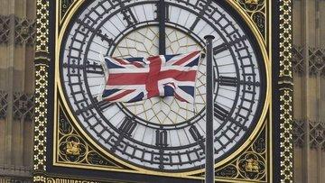 Brexit yanlısı bakan May'in kabinesinde kaldığını doğruladı