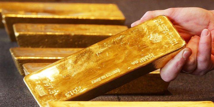 Altın dolar ve faizin istikrar kazanması ile düştü
