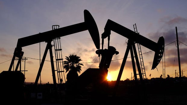 Petrol sert düşüşün ardından yükseldi