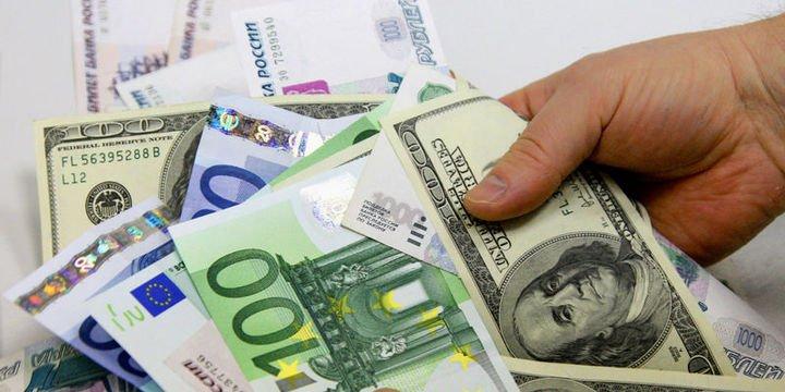 """Dolar euro karşısında """"veriler"""" sonrası yükseldi"""