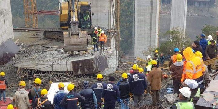 Otoyol çalışmasında beton blok düştü, 2 işçinin cansız bedenine ulaşıldı
