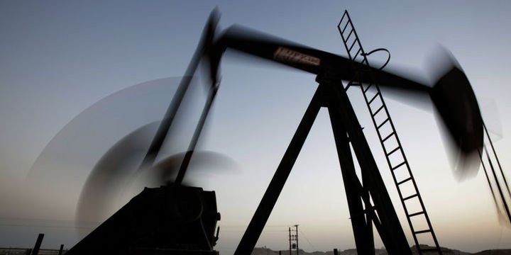 Petrol 10 yılın en kötü aylık performansına yöneldi
