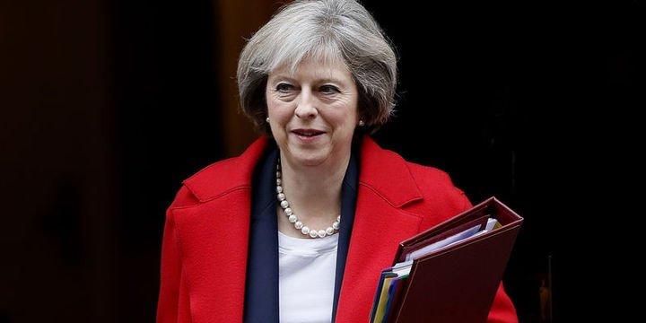 May hükümeti kritik oylamayı kaybetti
