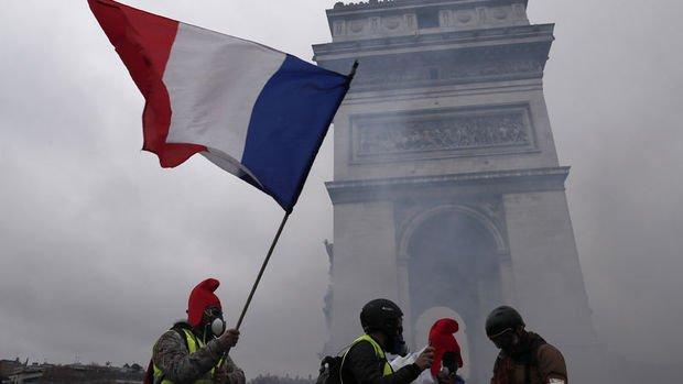 Fransa'da akaryakıt zamları tamamen iptal edildi